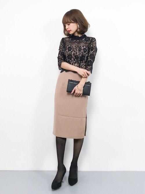 タイトなドレスを着た女性