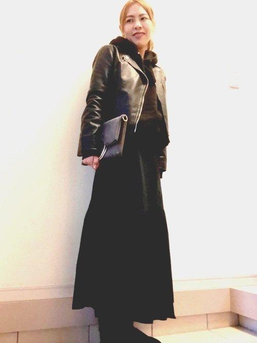 ライダースジャケット 黒のロングスカート