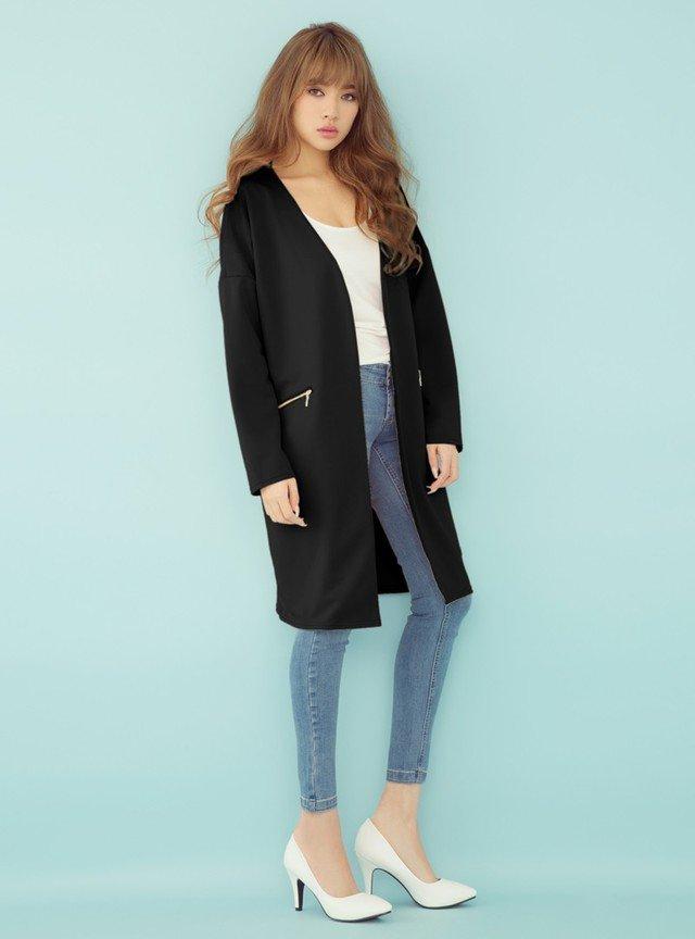 黒のノーカラージャケット スキニーデニム