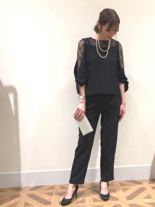 黒のパンツドレス