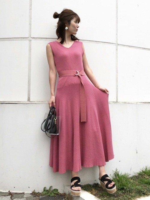 ハワイ結婚式に合うピンクのサマードレスのコーデ