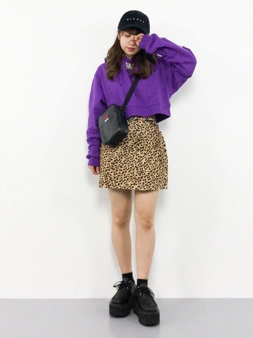紫をコーデに取り入れるとワンランク上のレディースファッションになる