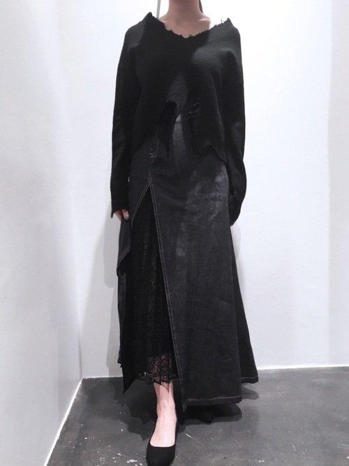 黒の異素材使いスリットスカート
