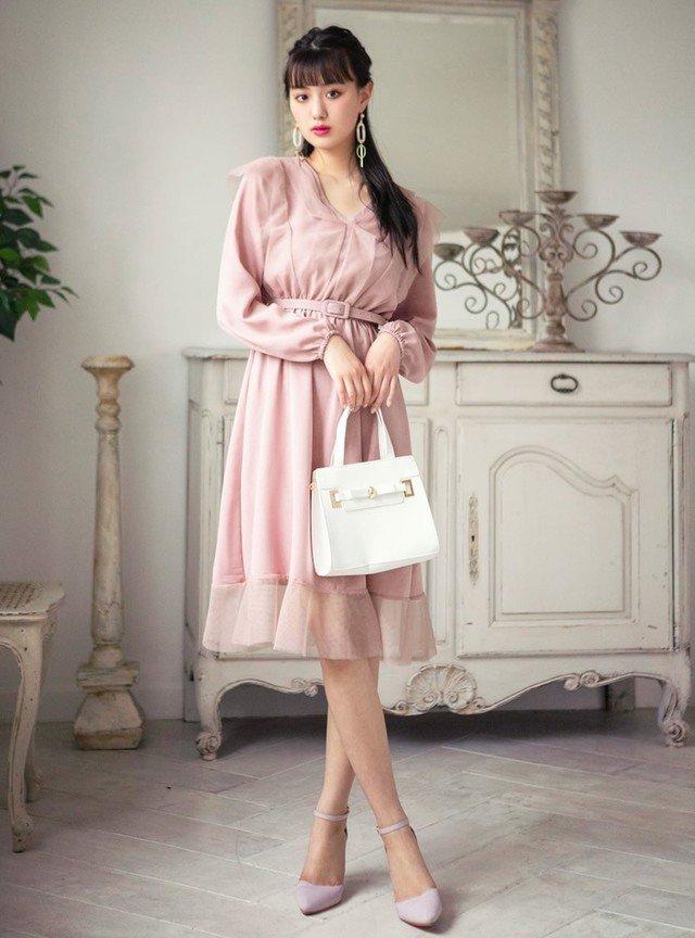 ピンクの長袖ワンピースコーデ