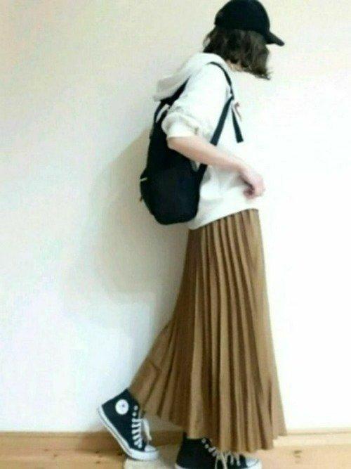 秋色のプリーツスカートでビターな余韻を感じる大人コーデを作ろう