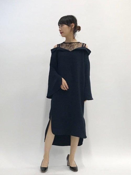 二次会のドレス黒デコルテレース