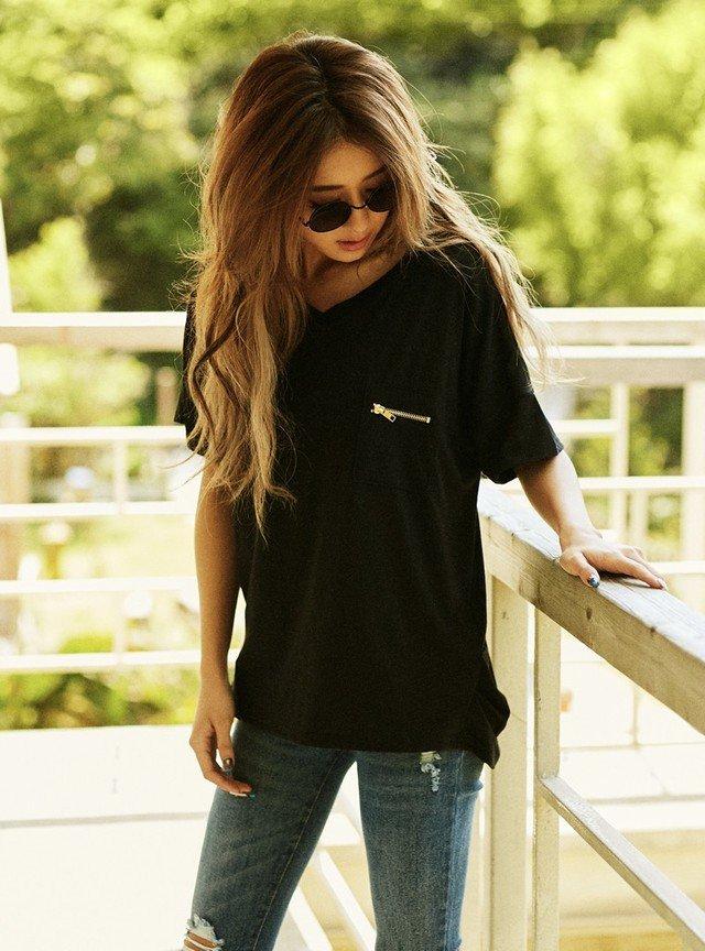 黒Tシャツ デニムジーンズ