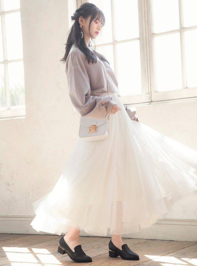 紫のニット 白のチュールロングスカート