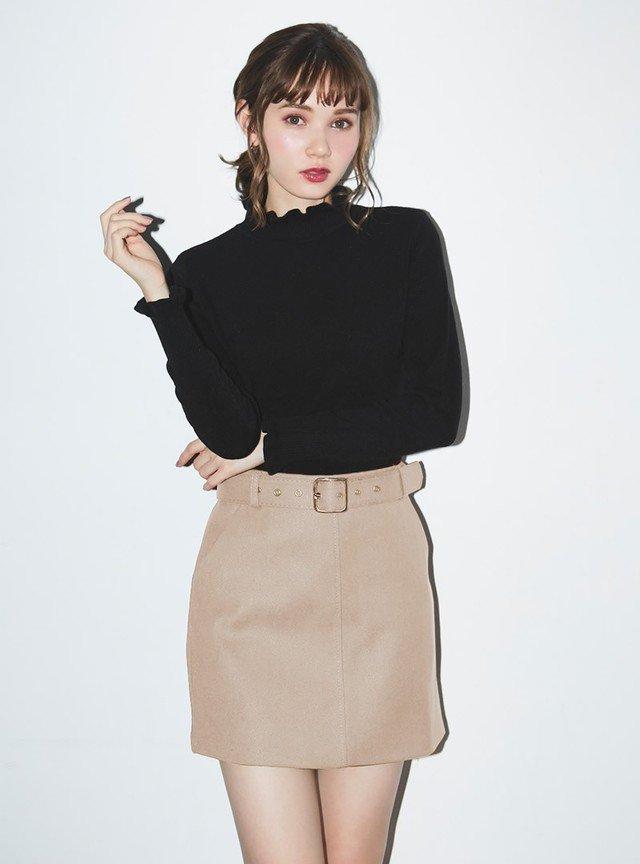大きめベルトのボックススカートはコンサバ系ファッションに似合う