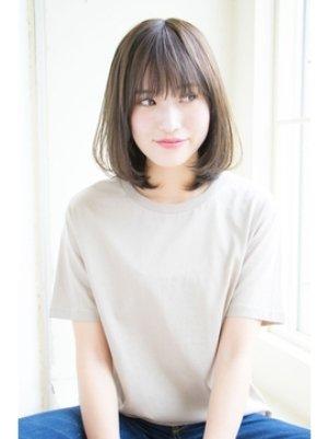 おすすめストレートヘアの髪型カタログ【3】ミディアム: