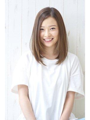 おすすめストレートヘアの髪型カタログ【6】セミロング: