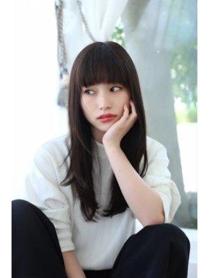 おすすめストレートヘアの髪型カタログ【7】ロング: