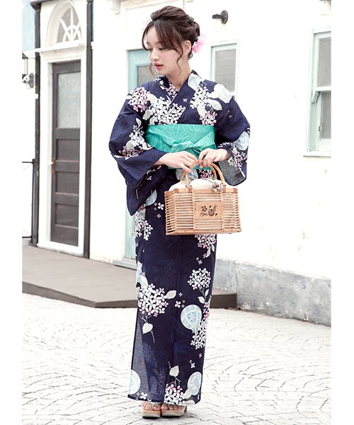 藍色の紫陽花柄浴衣コーデ