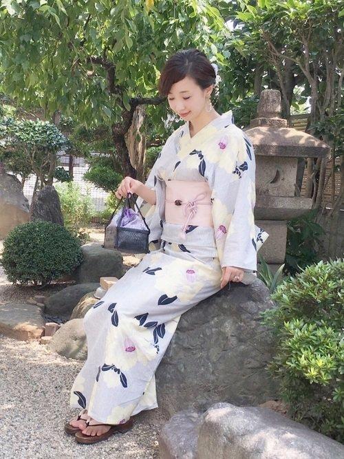 ストライプの椿柄浴衣コーデ