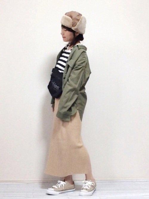 ベージュのニットスカートを使った秋コーデは人気が高い