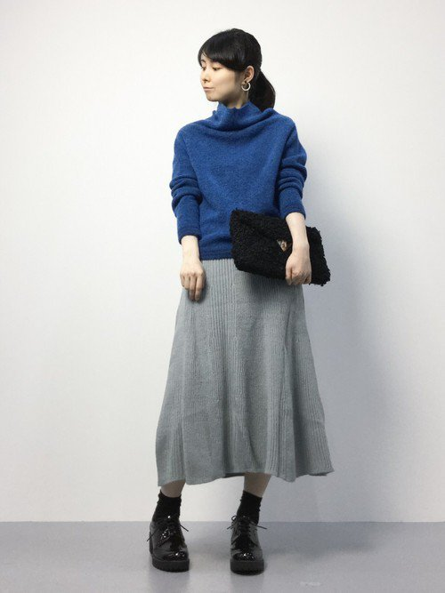 フレアニットスカートを使ったコーデで秋のフェミニンスタイルを作ろう