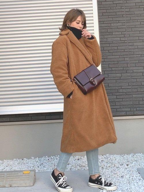 最高気温2度の日はタートルネックとファーコートで体温を逃さない服装に