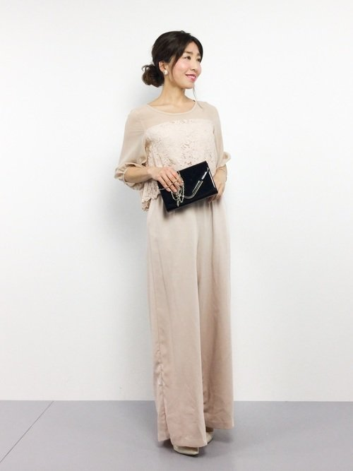 ピンクベージュのオールインワンパンツドレス