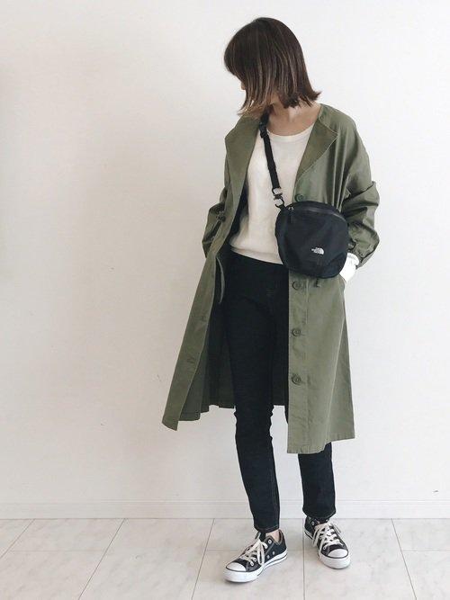 気温19度で曇りの日にはミリタリーコートを羽織ってトレンドの服装に