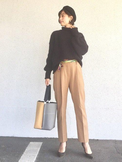 スカーフベルトのおすすめコーデ【6】ニット×センタープレスパンツ