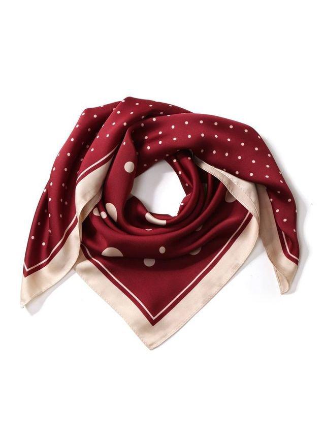 赤のスカーフ