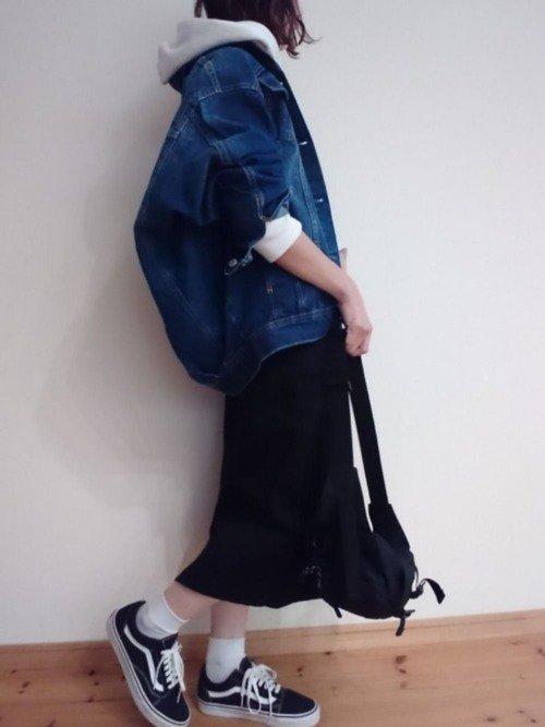 春の定番デニムジャケットコーデにはスニーカーと靴下がマストアイテム