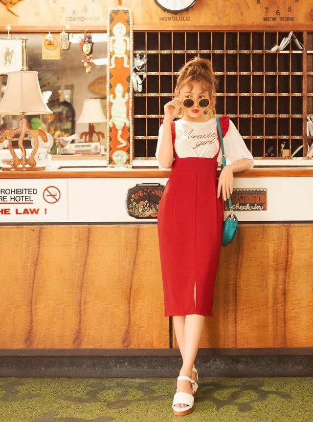 赤のフリルサス付タイトスカート