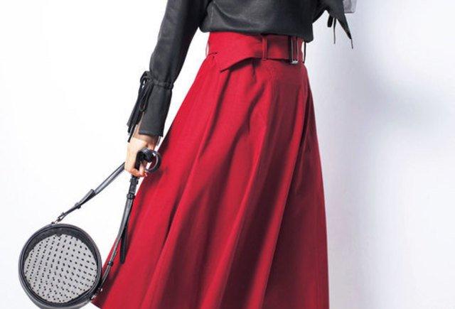 d5cb2c4591dec 赤×黒で作るメリハリコーデ。魅惑の色で女性らしさを引き上げよう
