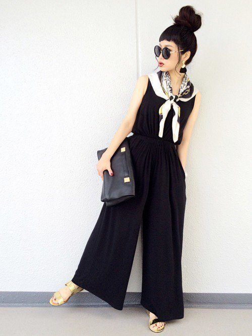黒のサロペット スカーフ クラッチバッグ
