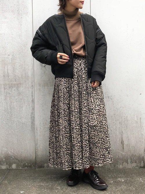 黒のライナーコート レオパードスカート