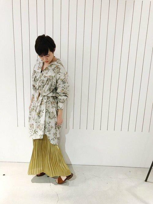 花柄チュニック×プリーツスカートのコーデ