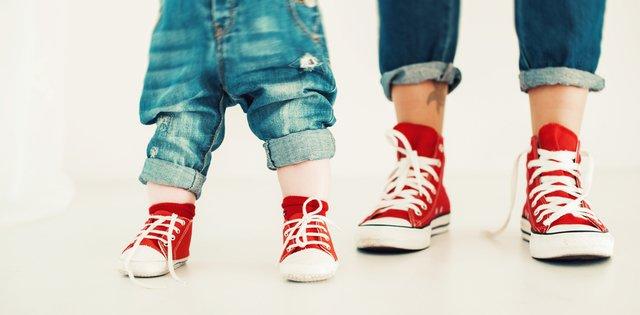 子供と大人の足