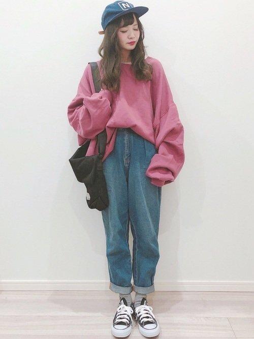 ピンクに合う色:ピンクトップス×デニム
