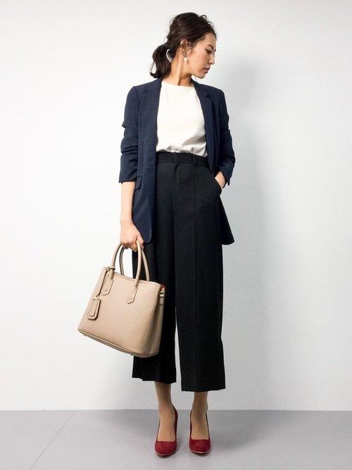 OLファッション◇おすすめコーデ例【5】紺ジャケ×ワイドパンツ