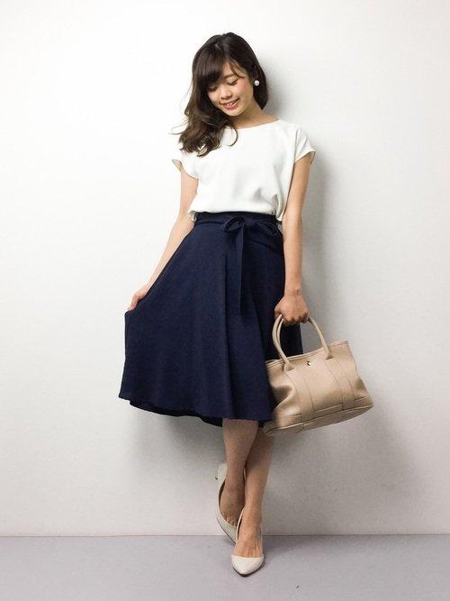 レストランに合わせた服装、フレアスカート綺麗めコーデ