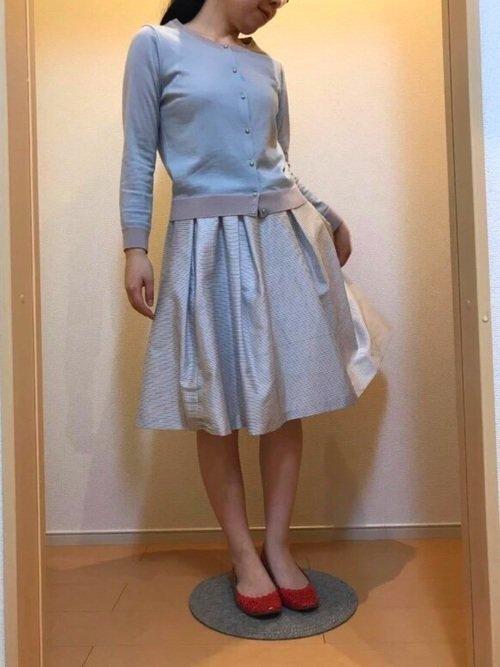 水色カーディガン 水色スカート