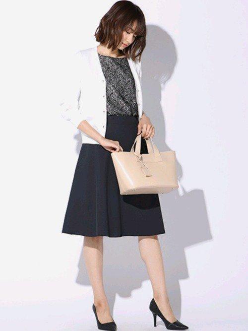 華やかさをアピールしたいパートの面接におすすめな服装【1】