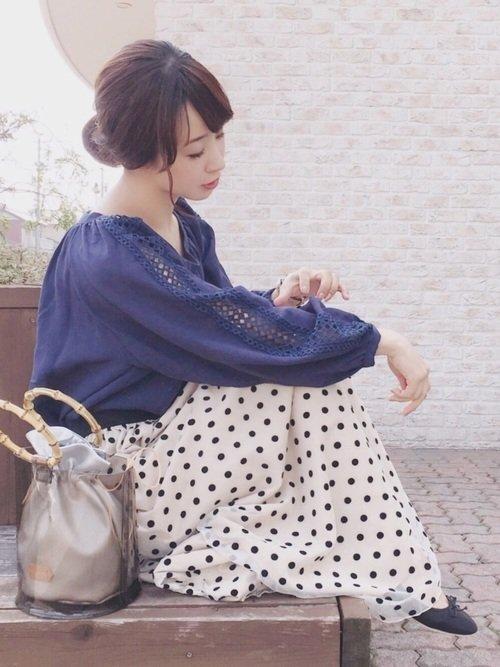 きれいカラートップス×ドットスカート