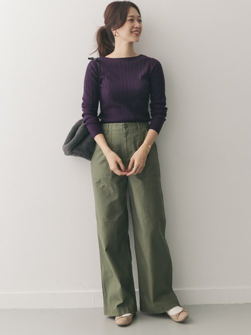 イマドキ感を演出するなら紫に合う色であるカーキを使おう