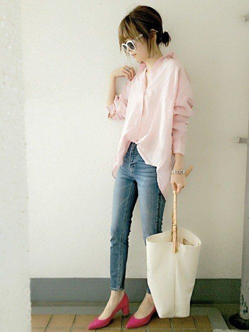 ピンクワイシャツのコーデ
