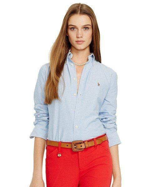 POLO RALPH LAURENのシャツを着た女性