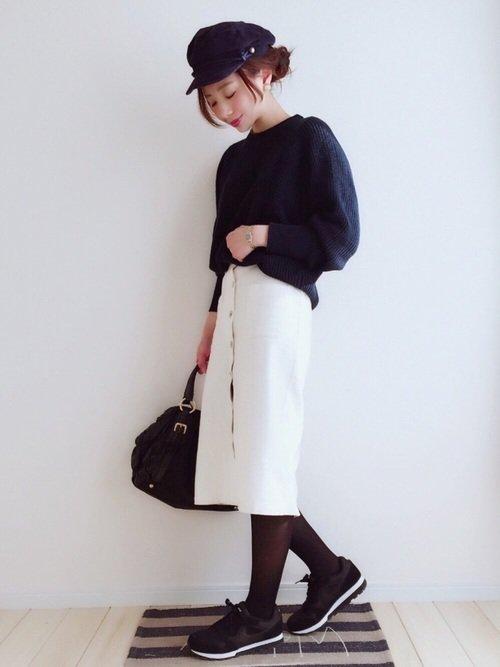 白スカート×黒コーデ