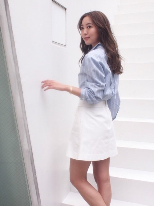 白スカート×シャツコーデ