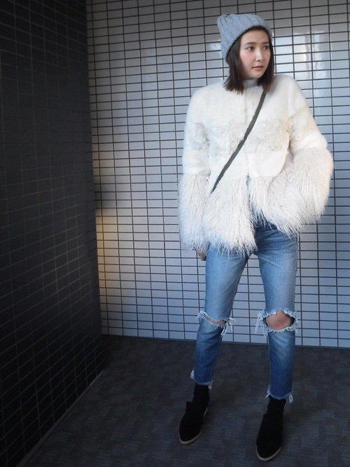 白のファージャケットの真冬コーデ