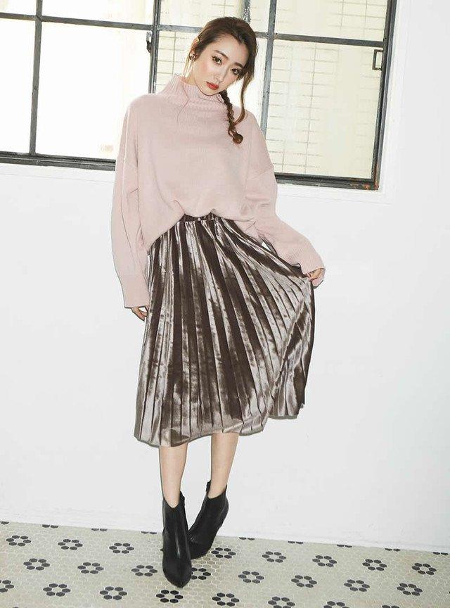GRLのプリーツベロアスカートで黒髪スタイルをもっと楽しもう