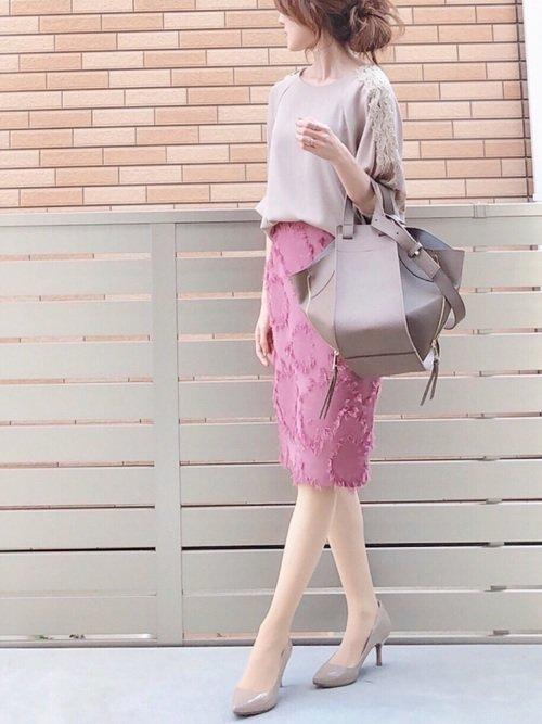 春のスモーキーカラーファッション
