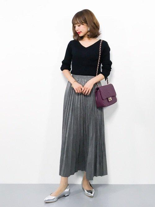 春はVネックとフレアスカートのコーデで柔らかなきれいめファッションを作ろう