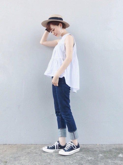 白シャツとスニーカーのコーデで夏のきれいめファッションを作ろう