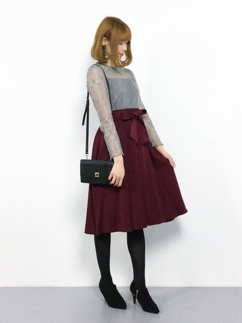 黒タイツを使ったガーリーファッションはフレアスカートのコーデが主流