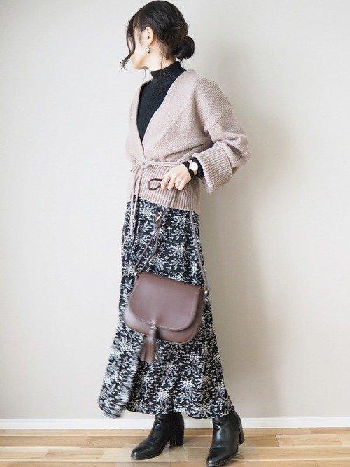黒の花柄スカート